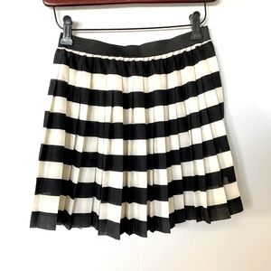 H&M Pleated Black and White skirt